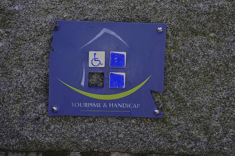 Accès handicapé aux batiments publics