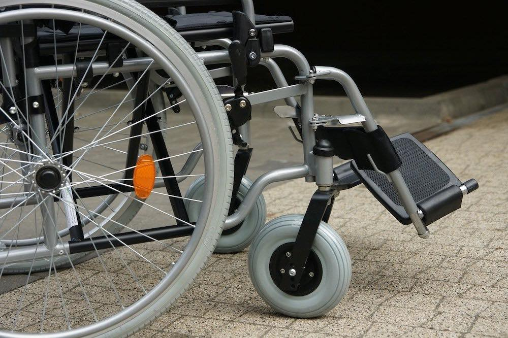 Fauteuil roulant d'un travailleur handicapé